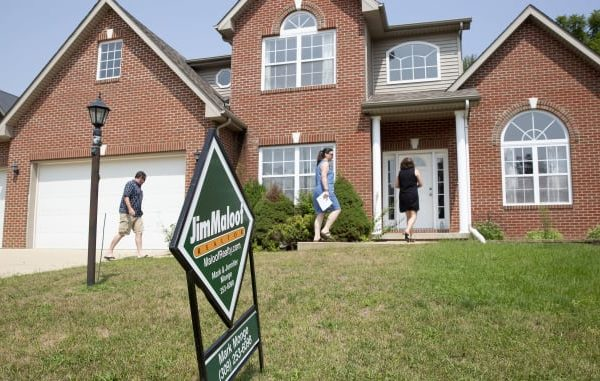 Weekly mortgage applications pull back as rates edge toward 4%
